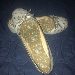 Shoes - Silver flats with metal accents size 7.5